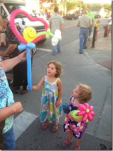 photo of kids with balloons at Spearfish SD